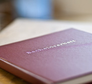 Abschlussarbeiten – hier zählt Professionalität. Die Buchbinderei Konrad gibt wissenschaftlichen Leistungen eine Form.