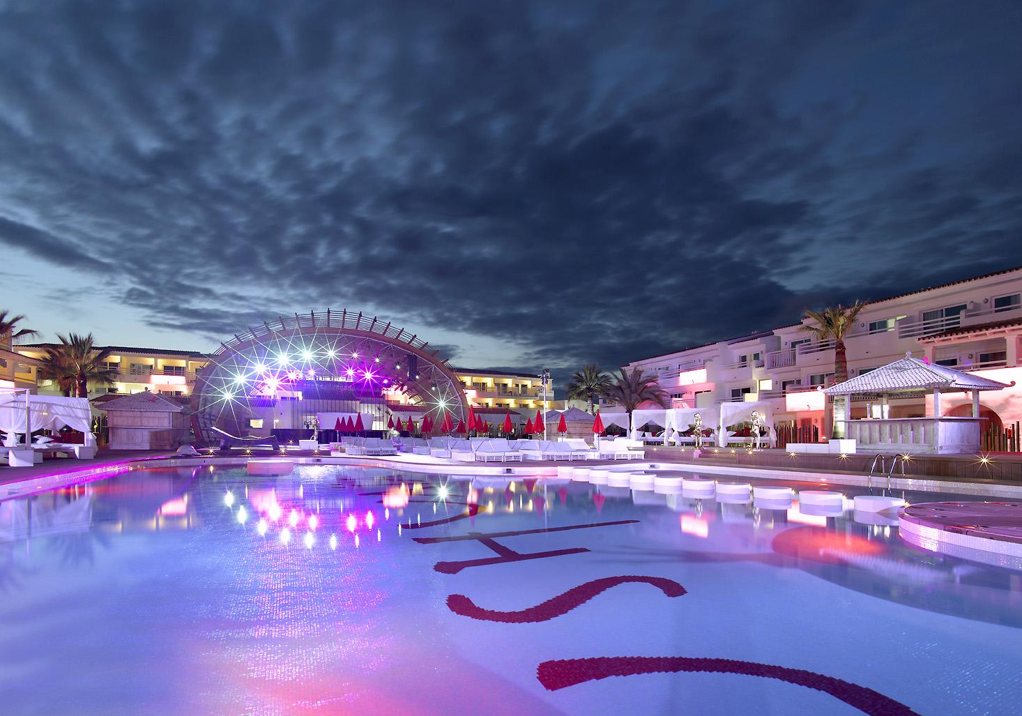 momondo startet den Party-Sommer auf Ibiza
