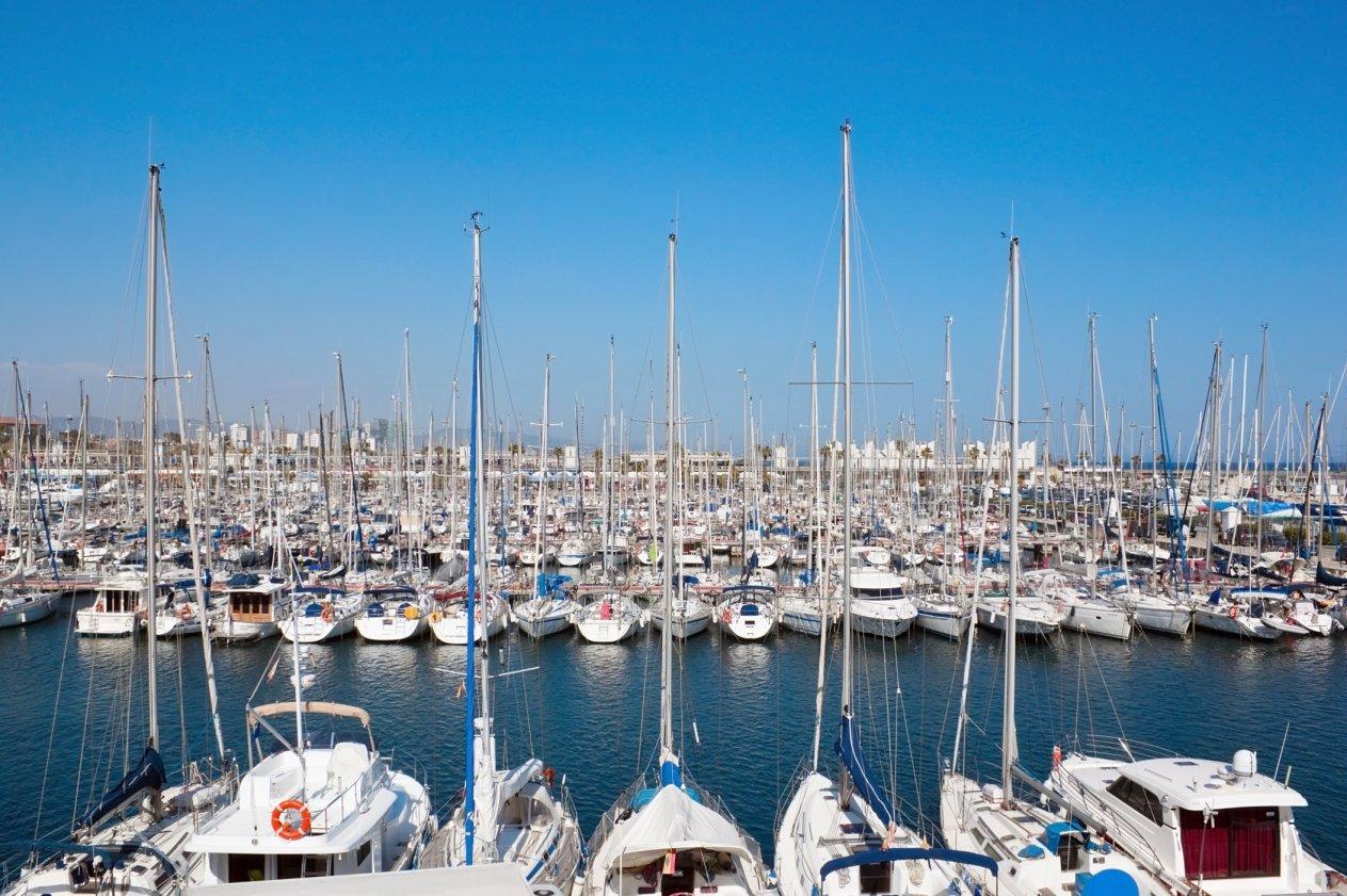 Der Sonne entgegen – Segelboote und Yachten werden jetzt flott gemacht!
