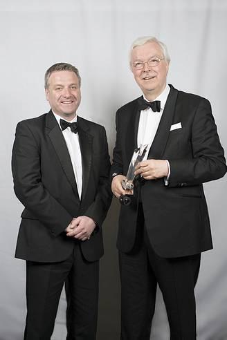 """CEO Helmut Berg mit  Award zur """"Relocation Personality of the Year"""" ausgezeichnet"""