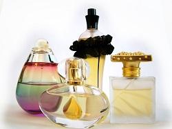 Wie bleiben Duftstoffe länger im Parfüm?