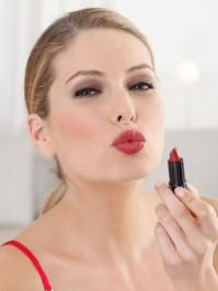 5 Tipps, wie das Auftragen von Lippenstift den Gesichtsausdruck verändert